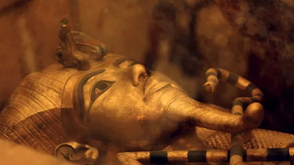 Um dos sarcófagos do rei Tutancâmon do Egito