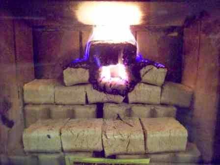 Długie i Efektywne Palenie w Kominku Samym Brykietem