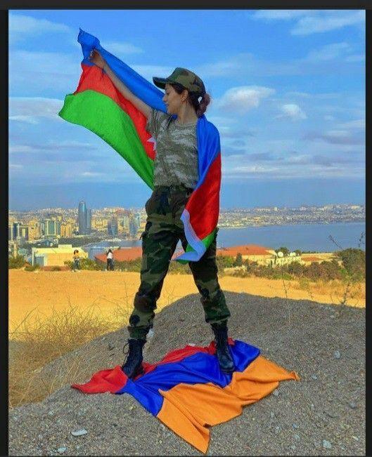 Azerbaycan Cumhuriyetinin Devlet Bayrağı Gününe Özel Profil Ve Kapak Fotoğrafları.  Erkekler  İçin.