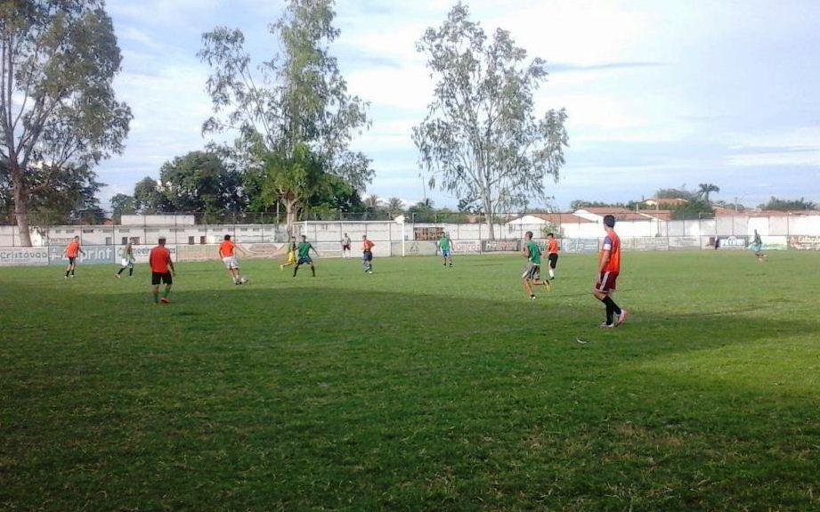 dd349fc8ee A equipe do Esporte Clube Limoeiro sob o comando do técnico Erandir Chaves  realizou na tarde desta sexta-feira