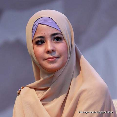 Risty Tagor Hijab