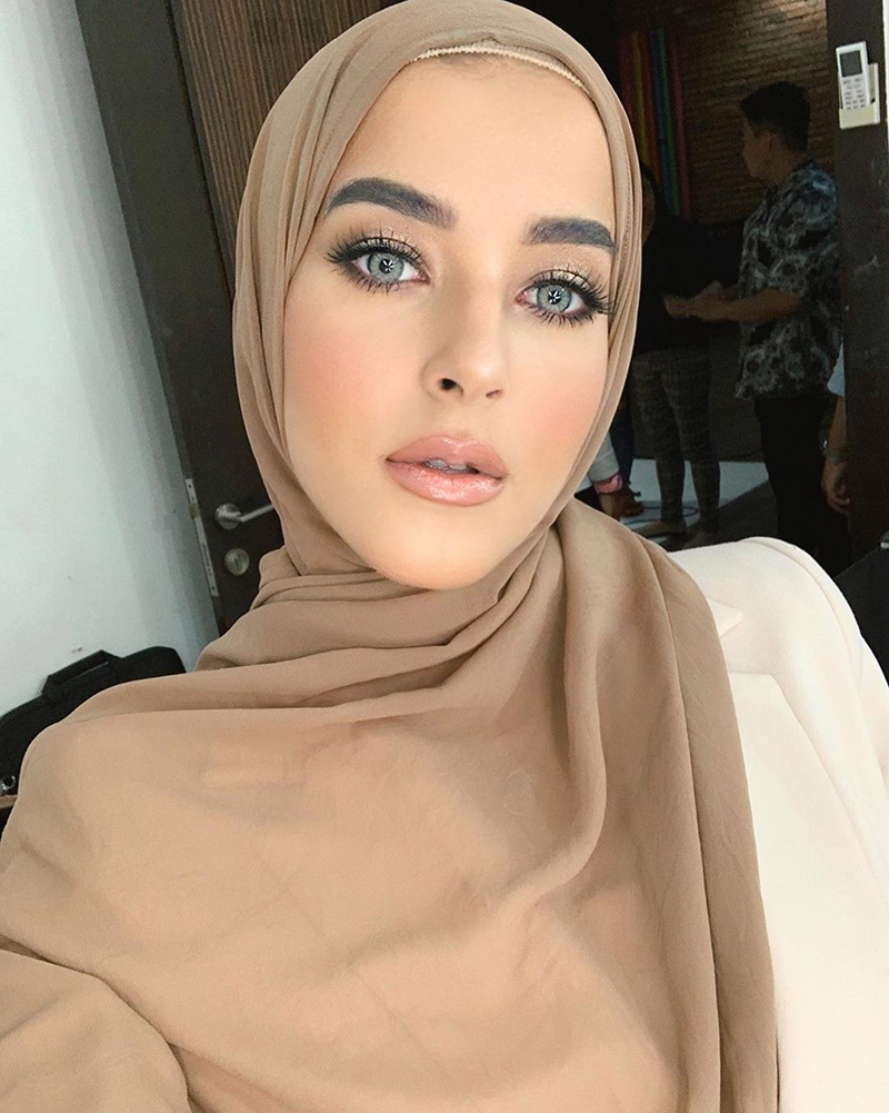 Tasya Farasya selebgram cantik dan mansi pakai Hijab Tasya Farasya