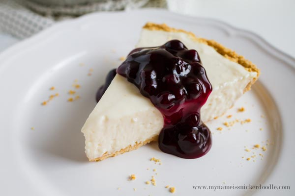 Easy no-bake cheesecake is a creamy, delicious cheesecake made with only 5 ingredients. Life-in-the-Lofthouse.com