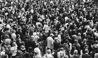 outdoor_crowd.jpg
