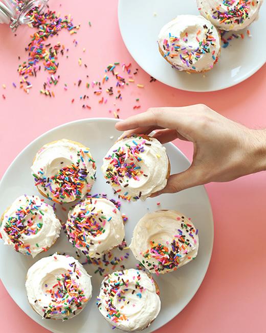 Vegan Funfetti Vanilla Cupcakes . Minimalist Baker .