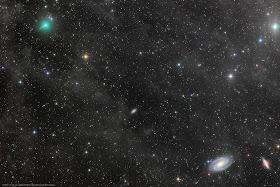 Kometa C/2019 Y4 (ATLAS) sfotografowana 18.03.2020 r. podczas przejścia nieopodal pary galaktyk M81-M82 w Wielkiej Niedźwiedzicy. Widoczny krótki warkocz i wyraźna zielonkawa koma. Apo 106/530, kamera CCD PL11002, czas eksp. 3x600 sek. (suma 30 minut). Credit: Rolando Ligustri