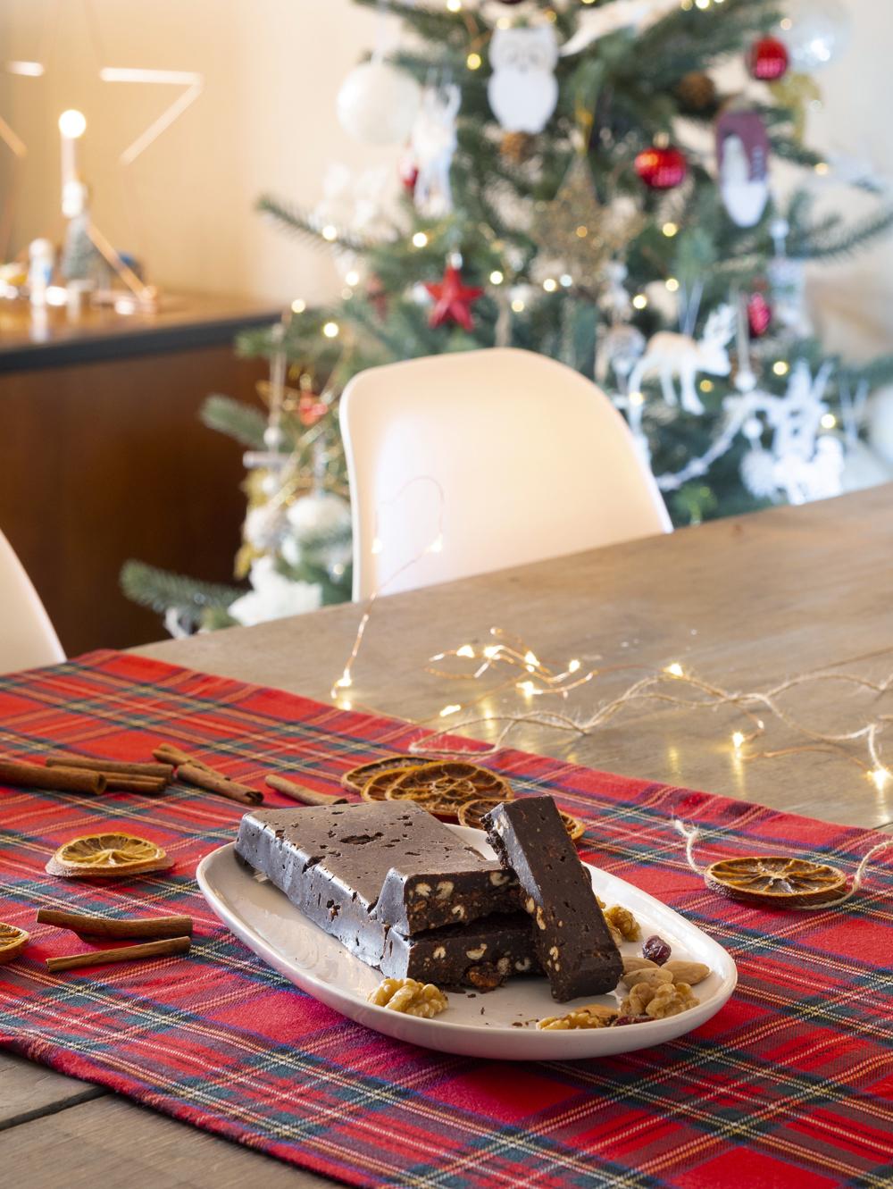 Turrón de chocolate casero sin azúcar_Decorar en familia10
