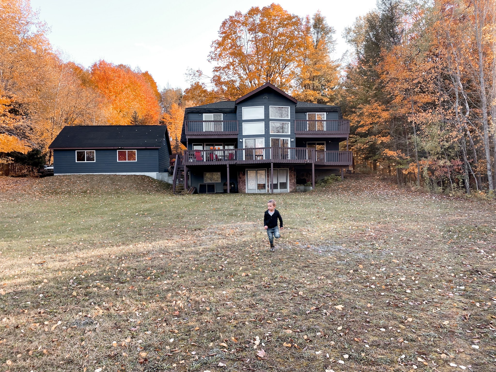 Home in Michigan in October | biblio-style.com