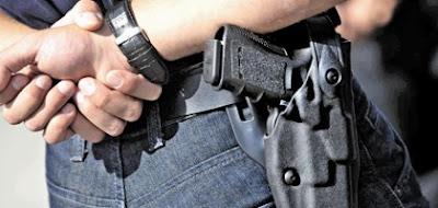 Projeto de deputada quer recolher arma de policiais indiciados por violência contra a mulher
