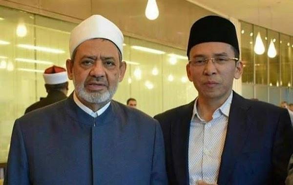TGB Meraih Penghargaan dari Al-Azhar sebagai Tokoh Pengukuh Moderasi Beragama