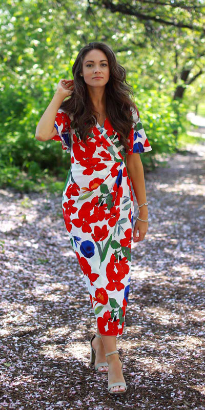 This is your cute summer outfits resource! Have a look at these 28 Summer Outfits that Are Big on Style Low on Effort via higiggle.com - long floral dress - #summeroutfits #dress #summerstyle #floral
