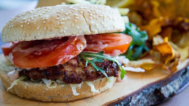 "Aprueban en EE.UU. la venta de hamburguesas crudas de ""carne vegetal"""