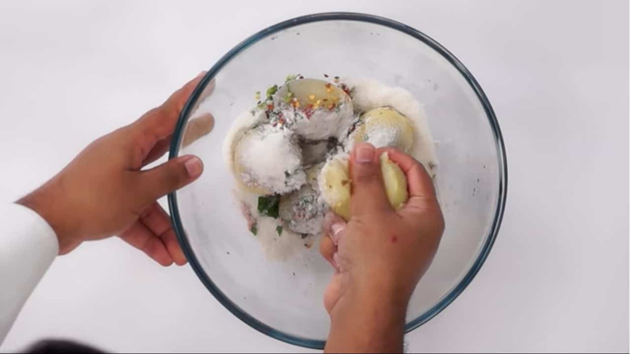 grate-or-smash-with-hand-potates-for-smooth-dough-making