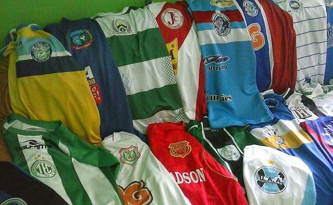 Blog Dinomar Miranda  Lavandeira (TO)  Fã coleciona camisas de times ... f6ce9c87054db