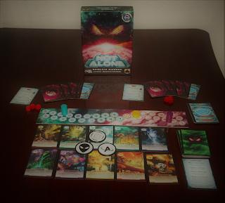 Set up completo del juego de mesa asimétrico Not Alone