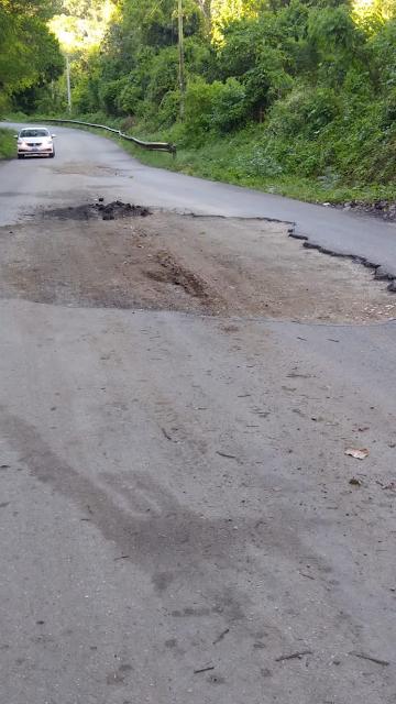 Demandan reparación de un tramo carretera Polo- Cabral