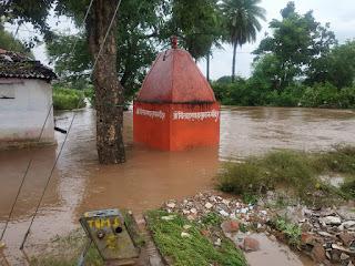 अलसुबह हुई बारिष के बाद नदी नाले घंटो रहे उफान में
