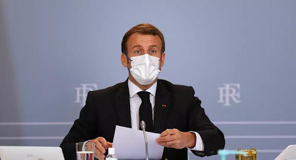 le président Macron s'en prend aux médias anglophones, leur reprochant de «légitimer des violences» en France
