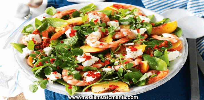 How to Make Prawn Peach and Snow Pea Salad