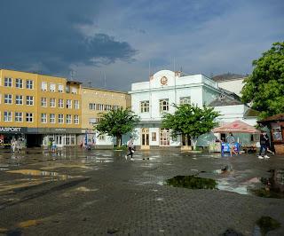 Ужгород. Площадь Театральная после дождя