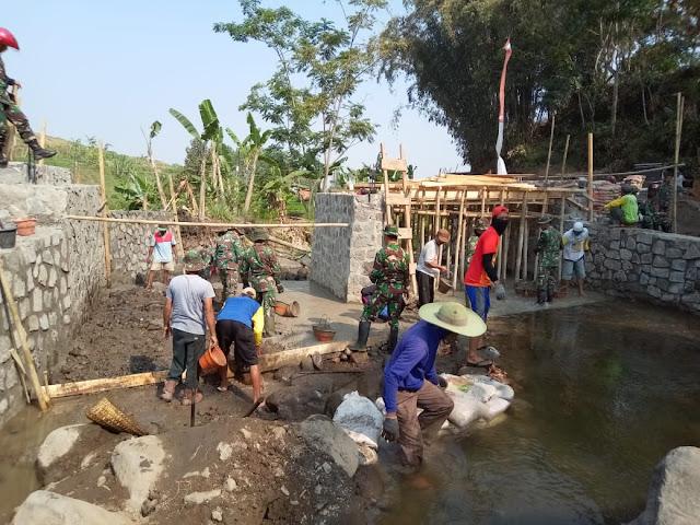 KodimKaranganyar - Pembangunan Jembatan Sebagai Prioritas Sasaran Fisik TMMD Sengkuyung III Kodim 0727 Karanganyar