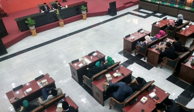 Rapat Paripurna penetapan calon pimpinan definitif