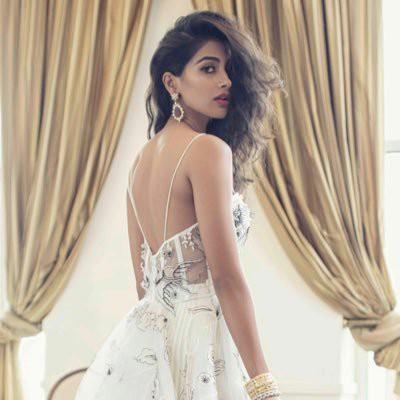 pooja-hegde-back-beautiful