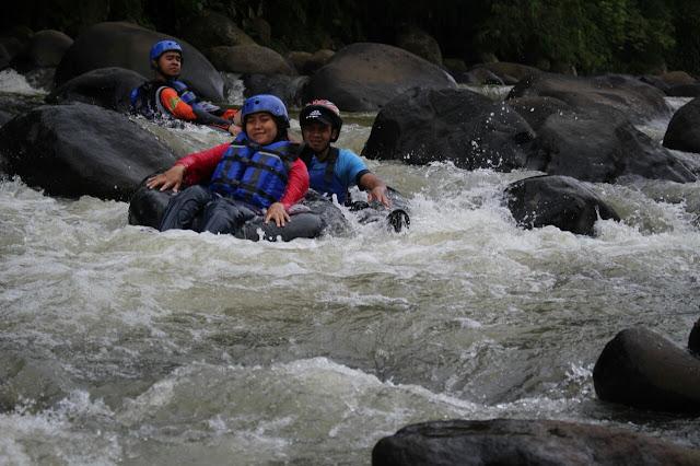 SERUNYA OUTBOUND RIVER TUBING DI SUNGAI CIHERANG PURWAKARTA