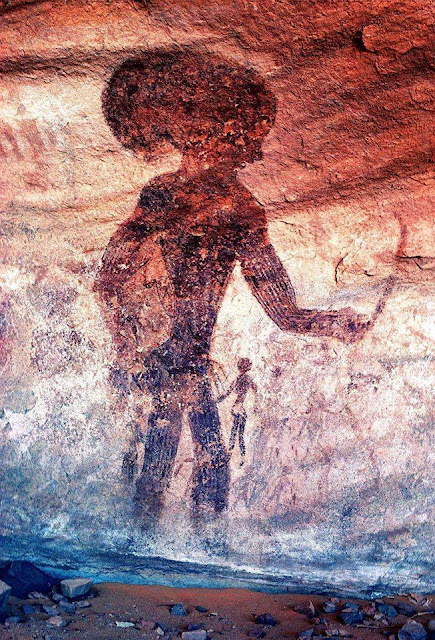 Portrait de chasseur cueilleur du néolithique avec casque et arc, Peinture rupestre du site de Séfar, ca.-10.000 ans, Parc culturel du Tassili n'Ajjer, Algérie