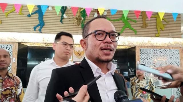 Ditinggal Hanif Dhakiri, Pegawai Kemnaker Tato Tanda Tangan MHD di Lengan