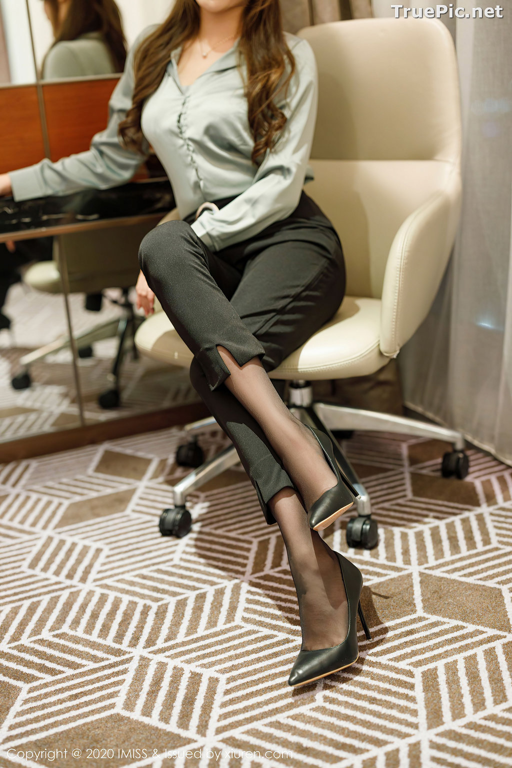 Image IMISS Vol.492 - Chinese Model - Lavinia肉肉 - Long Legs Office Girl - TruePic.net - Picture-2