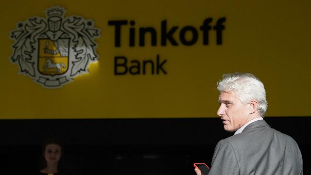 El banquero multimillonario ruso Tinkov renunciará como presidente de la Junta de Directores de su banco