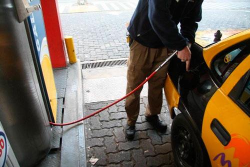 Los argentinos podrán cargar combustible en Bolivia