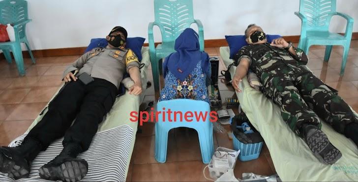Danrem 141/Tp Dan Kapolres Watanpone Donor Darah Wujud Kepedulian TNI dan Polri  Pada Sesama