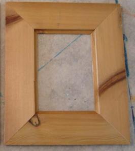pigura dari kayu bekas