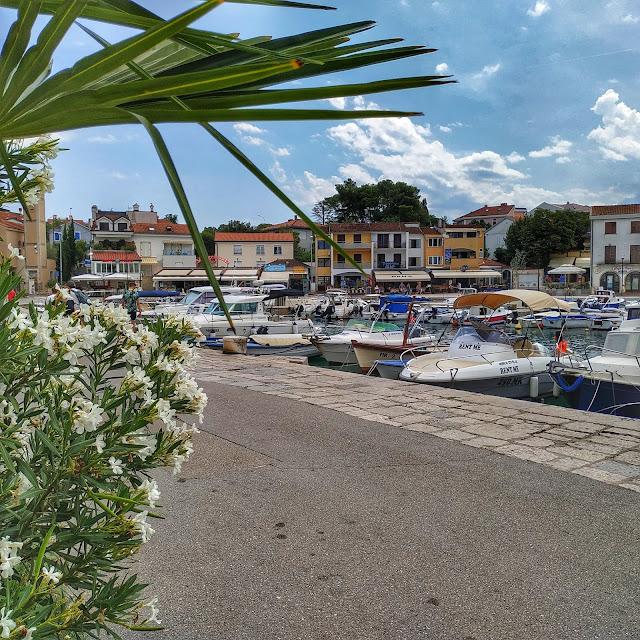 zatoka na wyspie Krk, Chorwacja, widok na port