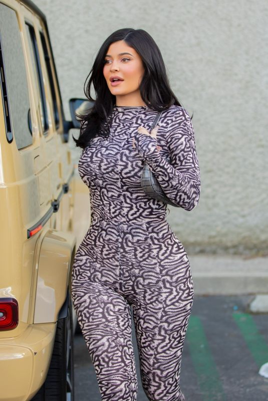 Kylie Jenner Leaves Polacheck's Jewelers in Calabasas  16 Jan-2020