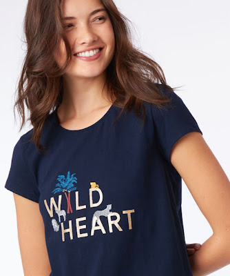 Girl wear black t-shirts smile