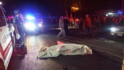 ปราจีนบุรี กระบะตัดหน้ามอเตอร์ไซค์ แล้วหลบหนี สลด รถ 18 ล้อจำนวน 2 คัน ลากร่าง ไกลกว่า 150 เมตร เสียชีวิตคาที่