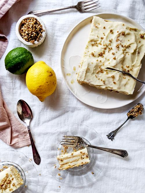 Torta helada en capas de lima limón