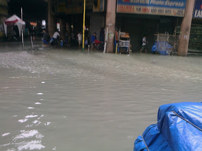 Typhoon Pedring - Flooded road to Quiapo