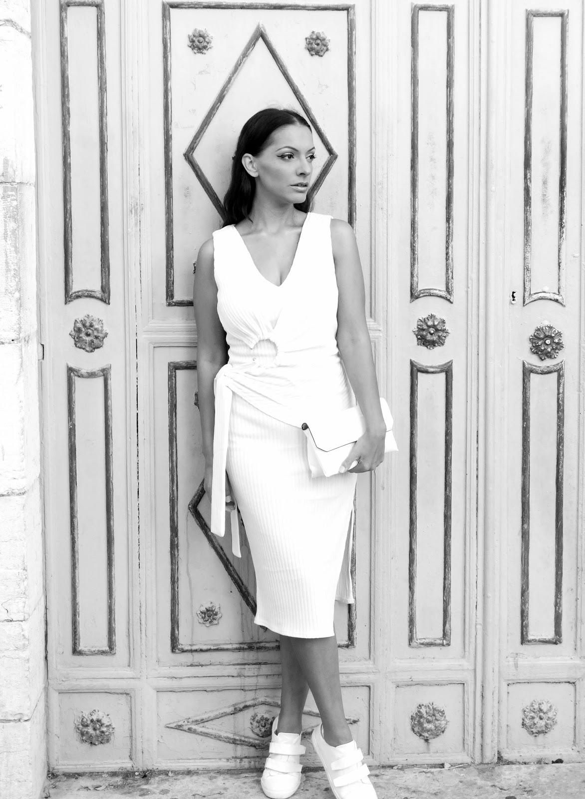שמלה לבנה חג