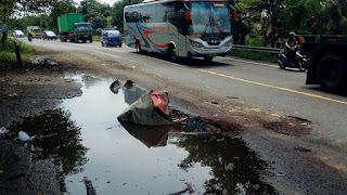 Awas !!, Banyak Kubangan Sepanjang Jalan Raya Balongbendo – Jombang