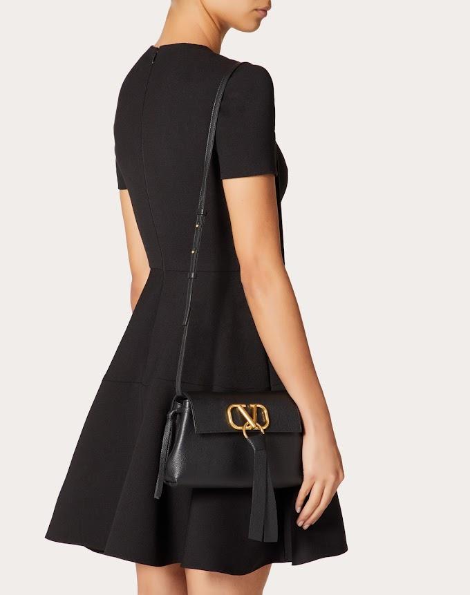 Clutch Valentino en negro