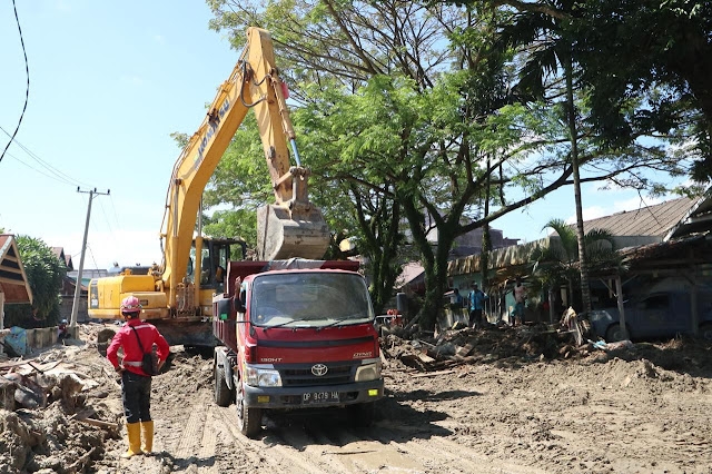 Pasca Banjir Bandang, Mulai Dilakukan Pembersihan Jalan di Luwu Utara