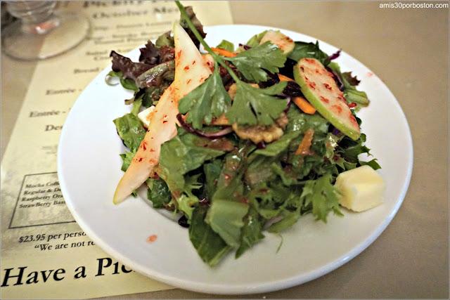 Ensalada del Menú del Restaurante Pickity Place en Mason, New Hampshire