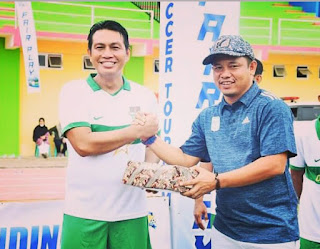 Bupati Batanghari M.Fadhil Arief Bawa Persibri All Star Juarai Soccer Turnamen U 40 Di Kabupaten merangin