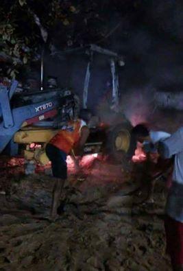 São Paulo do Potengi: Vândalos ateiam fogo em retroescavadeira da Prefeitura