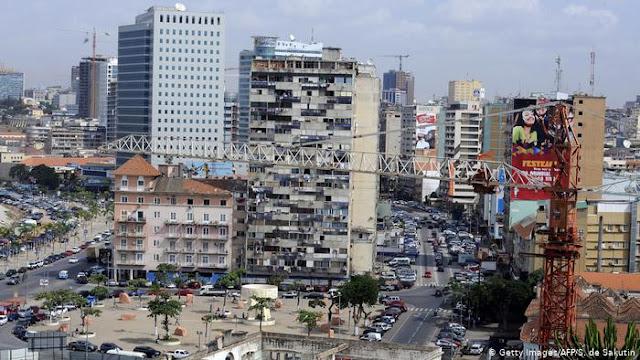 """""""O petróleo vai tirar-nos da crise"""", diz economista angolano"""