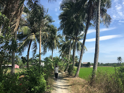 real-mekong-delta-tour-Walking-in-Xom-Ray-Village
